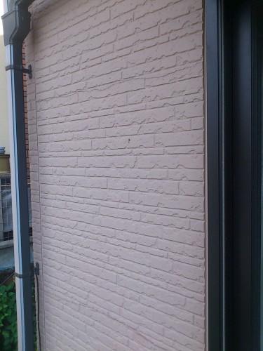 2箇所で全幅に渡って破断している壁パネル